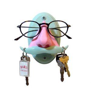 cute-eyeglasses-holder-at-home