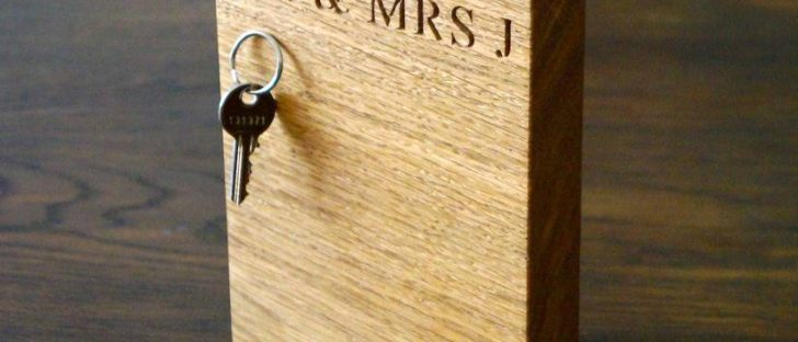 block of oak magnetic key rack