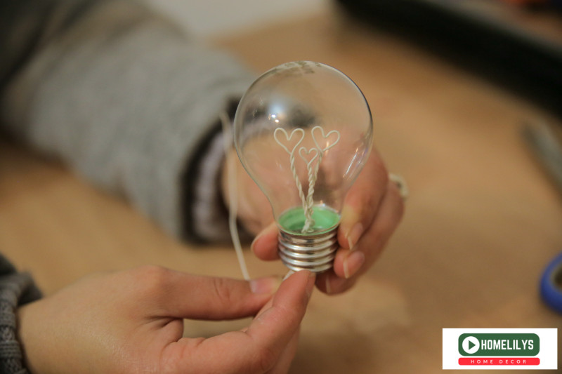 DIY gift Idea - insert the heart shaped wire into the light bulb and glue the bottom
