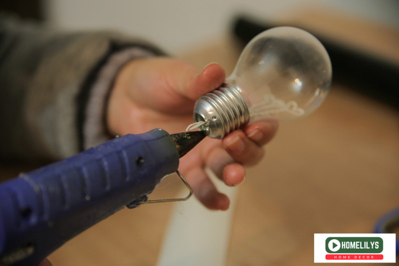 DIY gift ideas - glue the light bulb into the paper box created in earlier step