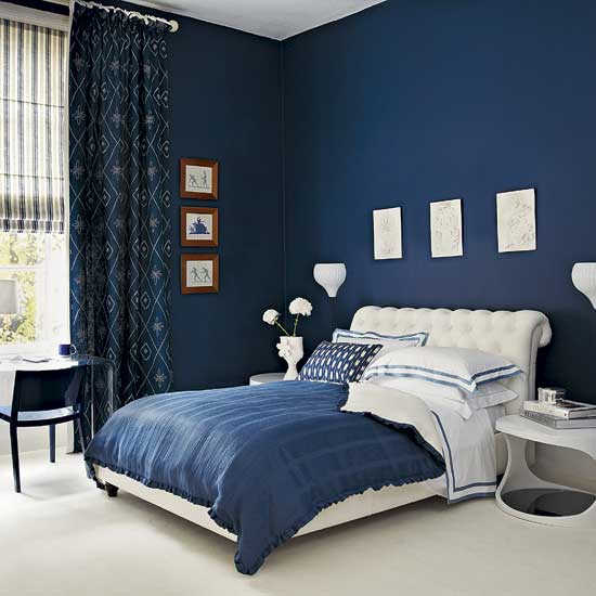 dark blue tiny bedroom to make it look grand