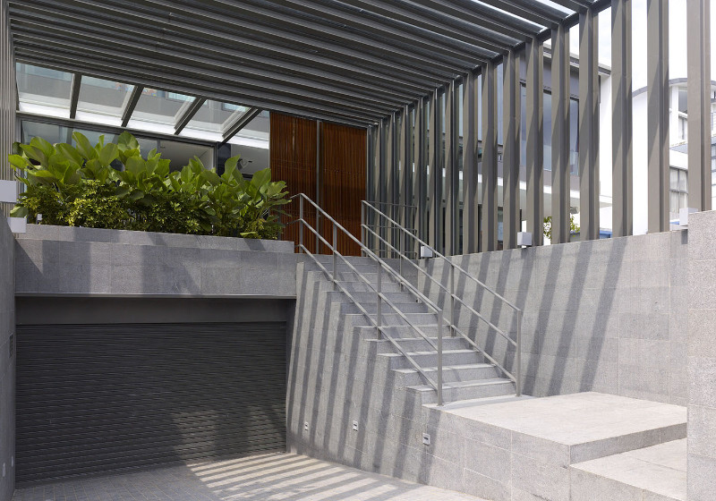 car garage with staircase toward the front gate - Singapore architects