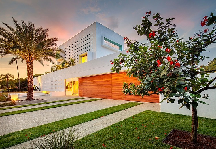 florida home with view at dusk during twilight of its front lawn