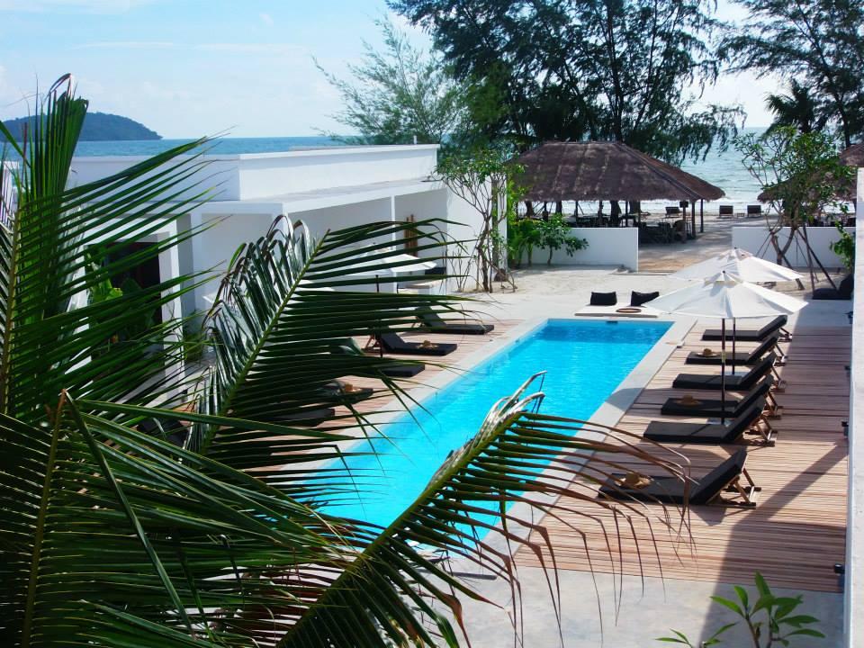 17 meter swimming pool in tamu sihanoukville