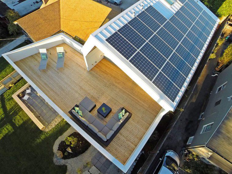 beautiful solar panel on roof home owner Australia