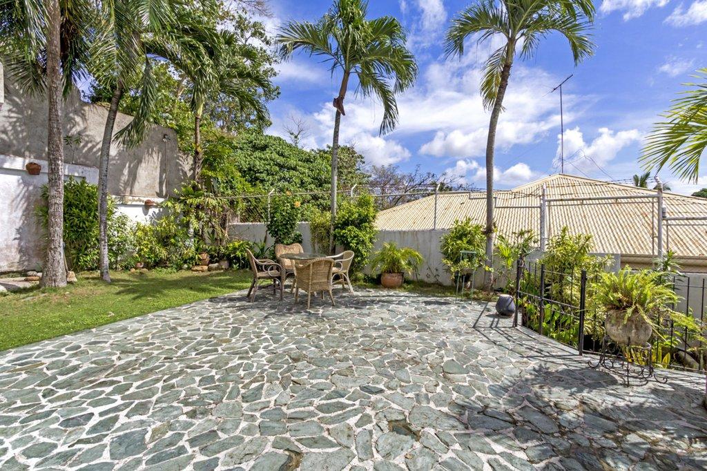 courtyard of Talamban villa in central of Cebu most expensive villa