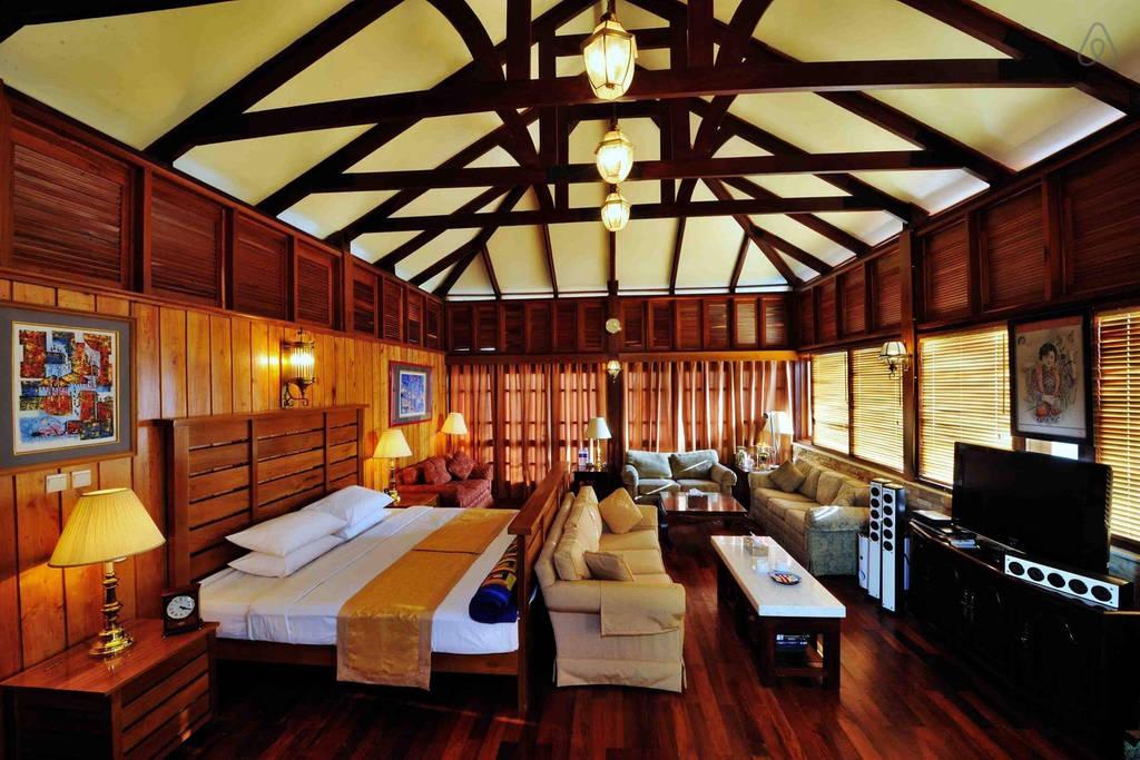 crest villa on the Mandalay Mountain of Burma