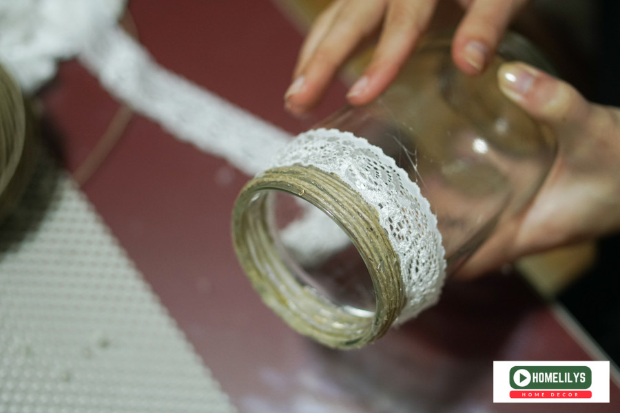 add a layer of white cloth for the jar