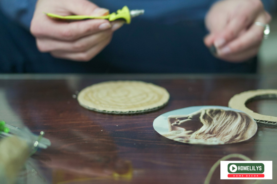 glue photo to the circle cardboard