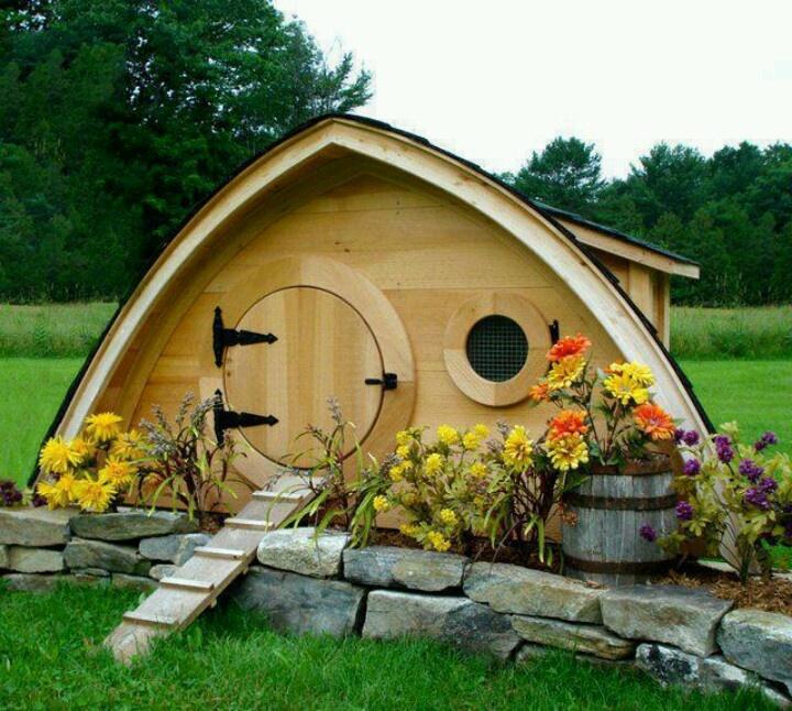 hobbit like play house wooden design