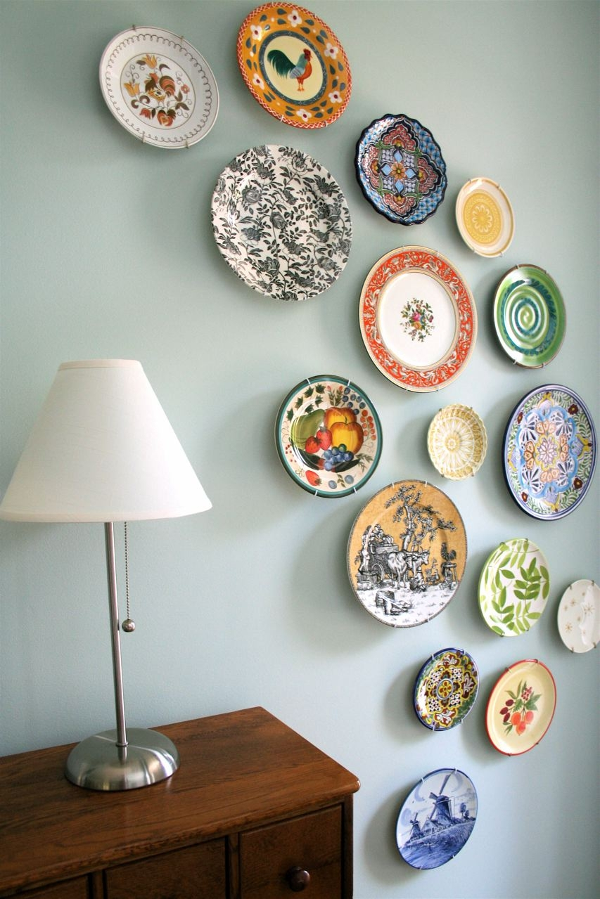 plate hanging on the wall as an interior decor on budget