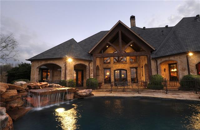 backyard of Ranch style house in Venus