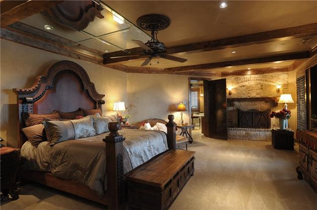 bedroom in a Ranch style house in Venus