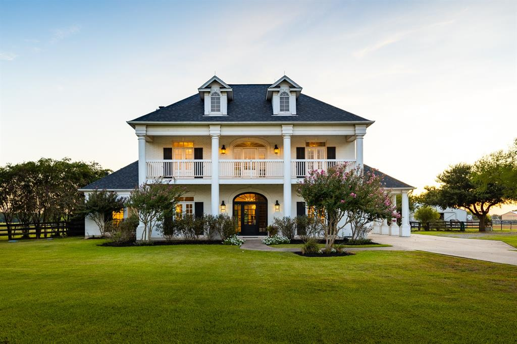 colonial style house in Richmond Texas